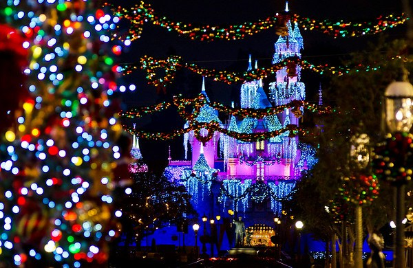 When Does Disneyland Decorate For Christmas.Can T Miss Disneyland Holiday Attractions Sights And
